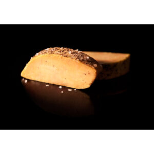 Foie gras curado a la sal y pimienta