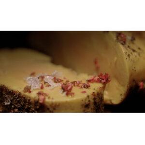 Foie gras a la sal con sal de pimienta rosa