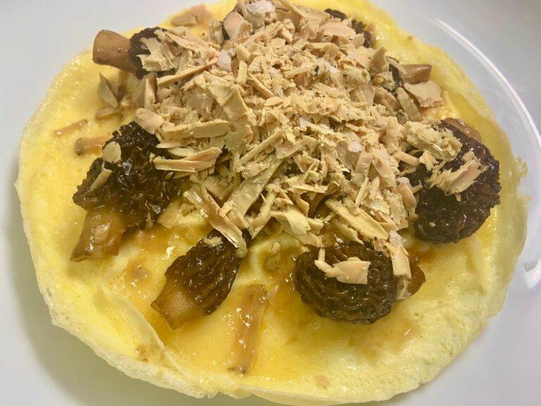 Tortilla de huevo de oca con colmenillas y foie gras a la sal