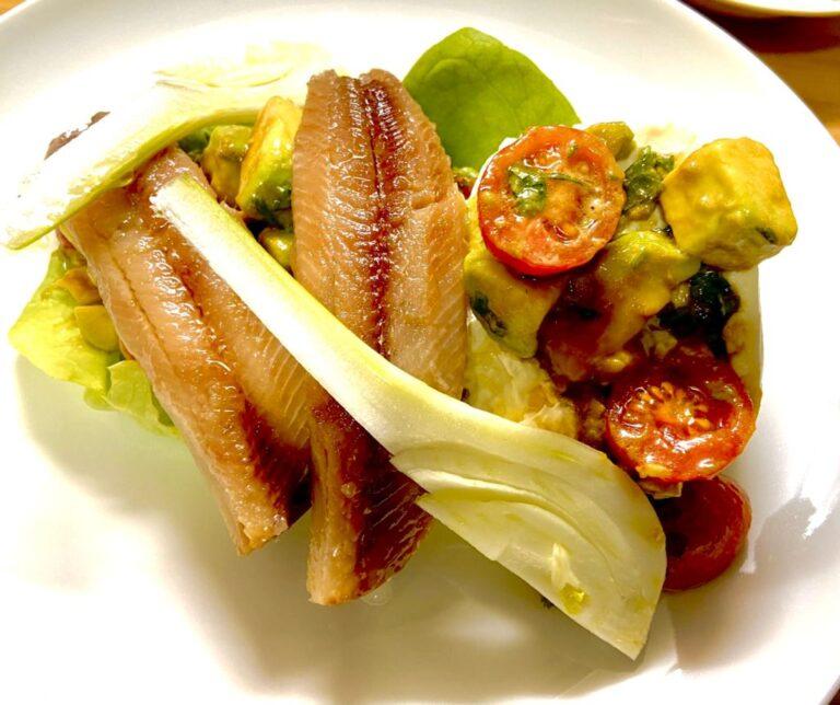 Sardinas ahumadas en ensalada