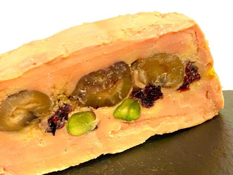 Terrina de foie gras con castañas, pistachos y pasas de Corinto